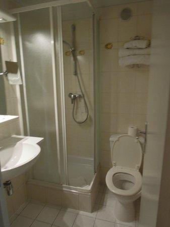 D'Enghien Hotel :                   Bathroom