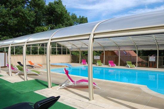 Le Club Vert Perigord : piscine couverte et chauffée - toit anti-uv