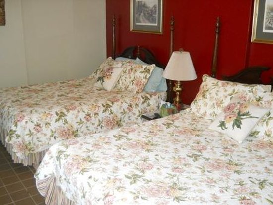 Stonewall Bed and Breakfast: Suite, single and double rooms available