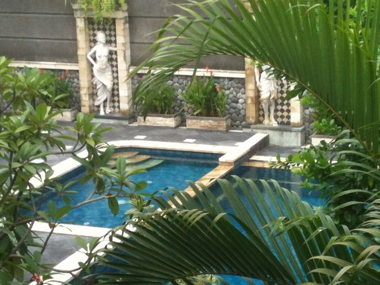 Sandat Hotel Legian : Our Calming and Trendy Pool