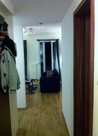 Fraser Residence Budapest:                   de la place aussi à l'ntrée.