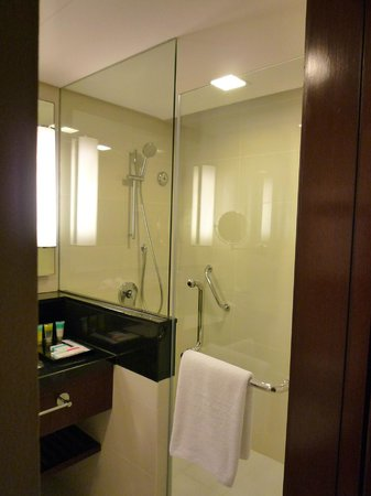 Four Points by Sheraton Sandakan:                                     Bathroom