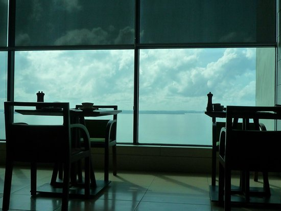 Four Points by Sheraton Sandakan:                                     Dining area