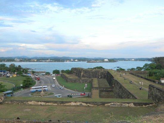 ฟอร์ท อินน์ เกสท์ เฮ้าส์:                   вид со стены форта