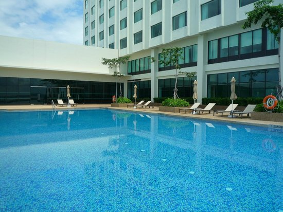 Four Points by Sheraton Sandakan:                                     View from pool side