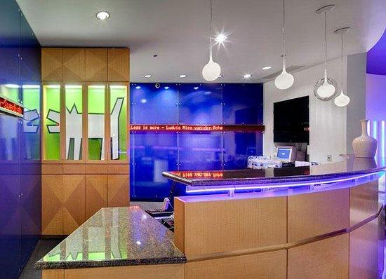Fairfield Inn & Suites Chicago Downtown/Magnificent Mile: Reception