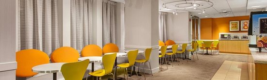 Fairfield Inn & Suites Chicago Downtown/Magnificent Mile: Breakfast Room