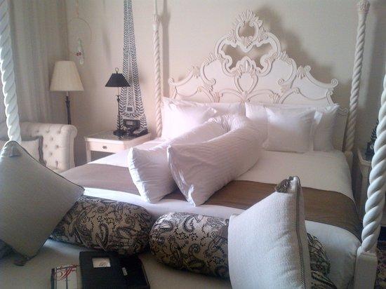 Fairmont Jaipur:                   Our Bed Room