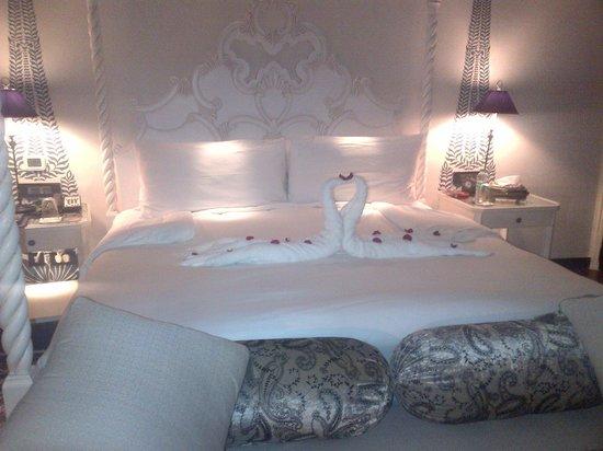 Fairmont Jaipur:                   Our decorated bed