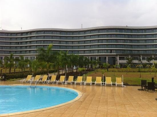 Sofitel Malabo Sipopo Le Golf:                   the pool and the hotel