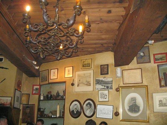 Le Cabaretier:                   décoration de la salle