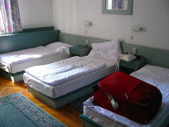 Hotel Ventura:                   Habitación con 3 camas
