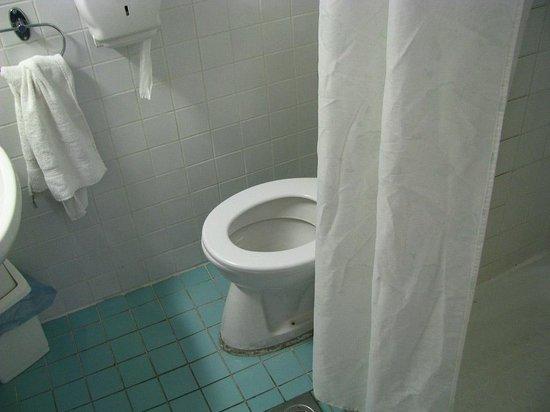 Hotel Ventura:                   Váter y ducha