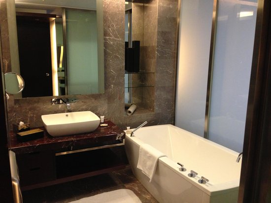 The Longemont Shanghai:                                     Bathtub