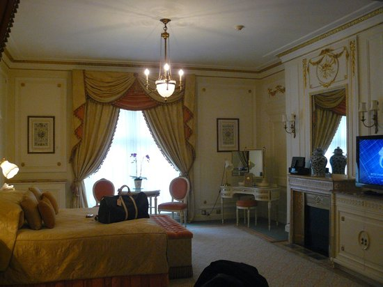 The Ritz London:                                     Our Breathtakingly Gorgeous Room