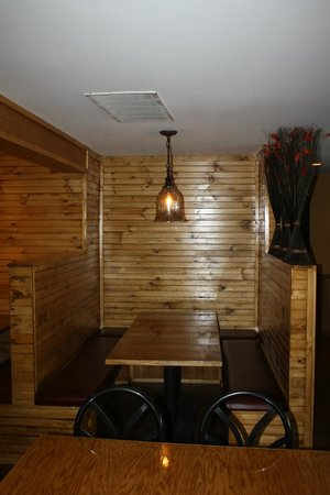 Kudos American Grille: large booths