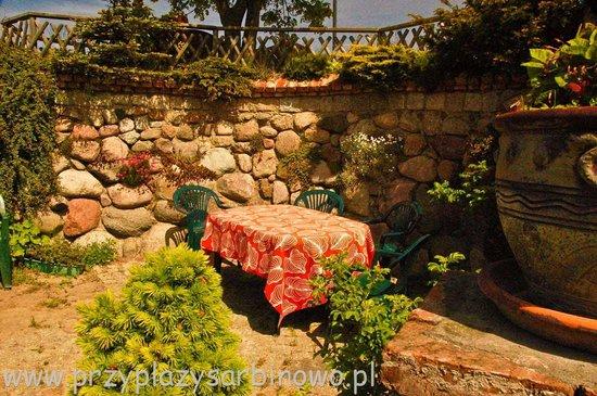 Sarbinowo, פולין: Zakątek kamienny -miejsce na grilla, sniadanie, odpoczynek...
