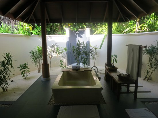 Anantara Dhigu Maldives Resort:                   Beach villa bathroom