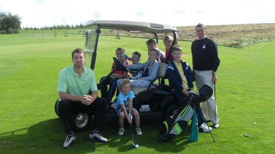 Staining Lodge Golf Course : Golf Pros teaching the juniors