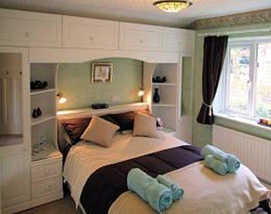 Jenkin Hill Cottage : Double bedroom