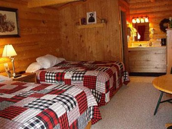 Tok, AK: Prospector Cabin with queen beds