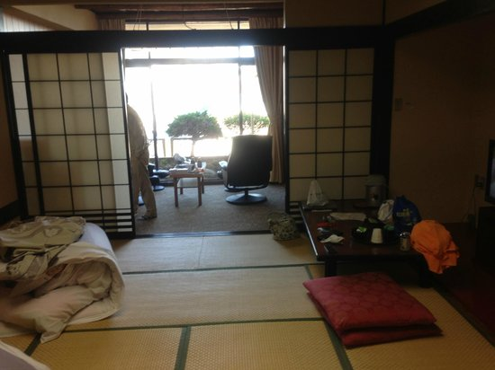 Atami Kinjokan :                   お部屋は広々