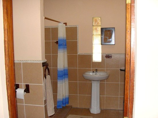 Bonito Bay: general Shower and toilet en-suite