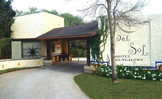 Hotel Bosques del Sol suites: ENTRADA PRINCIPAL