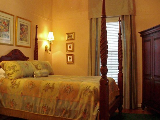 Violet Hill Bed and Breakfast: Arthur Coble Guest Room