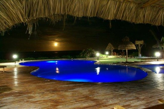 Bonito Bay: Pool at night