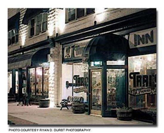 Tari's Premier Cafe and Inn: Outside