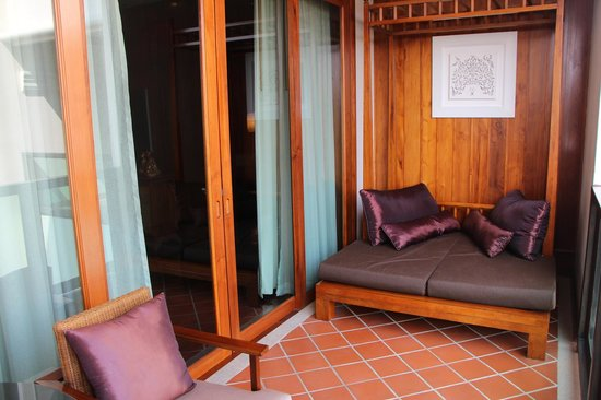 Ratilanna Riverside Spa Resort Chiang Mai:                   Daybed on balcony