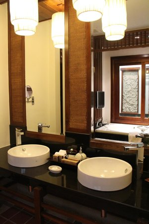 Ratilanna Riverside Spa Resort Chiang Mai:                   Double vanity