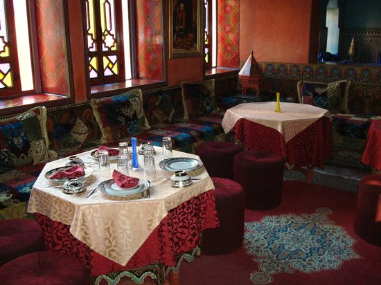 Moroccan House Hotel:                   Communial dining table