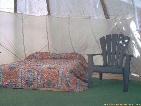 Old Entrance B 'n B Cabins & Teepees: Teepee Bed