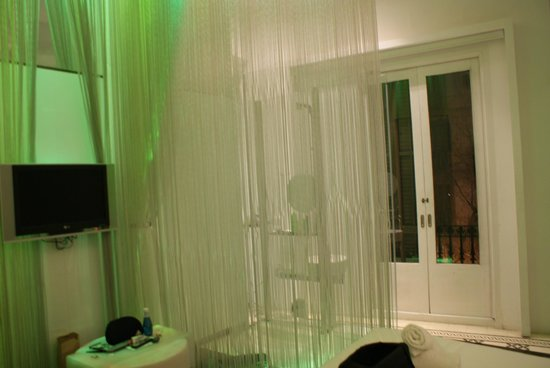 chic&basic Born Hotel:                   The shower in the room ( on the left there's a curtain if you need a bit of pr