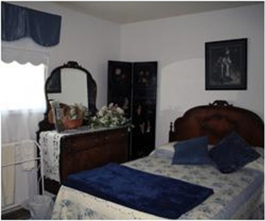 Tranquility Base Bed and Breakfast : Double Bedroom