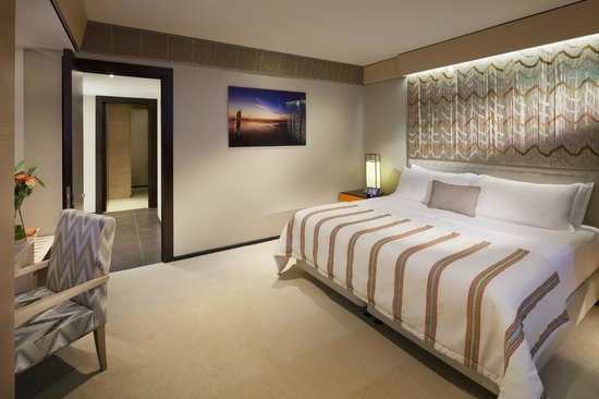 Jumeirah Beach Hotel: Family Garden Suite King Bed