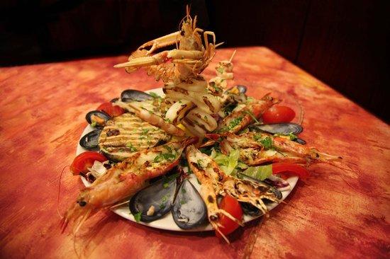 Peschiera Borromeo, Italy: Grigliata mista di pesce
