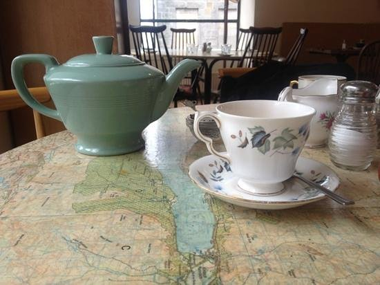 Spoon Cafe Bistro:                   how tea should be served