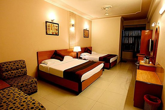 Hotel Parkway Deluxe: Standard Four Bedded Room