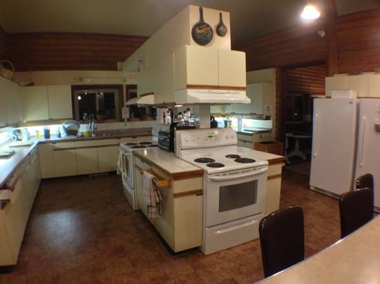SameSun Backpacker Lodge: Huge Kitchen.