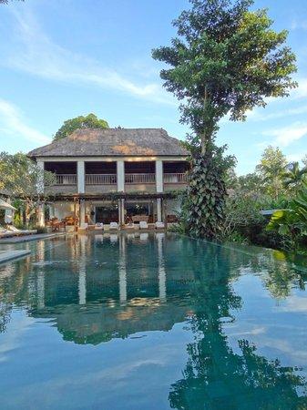 COMO Uma Ubud:                   Beautiful pool and bar area