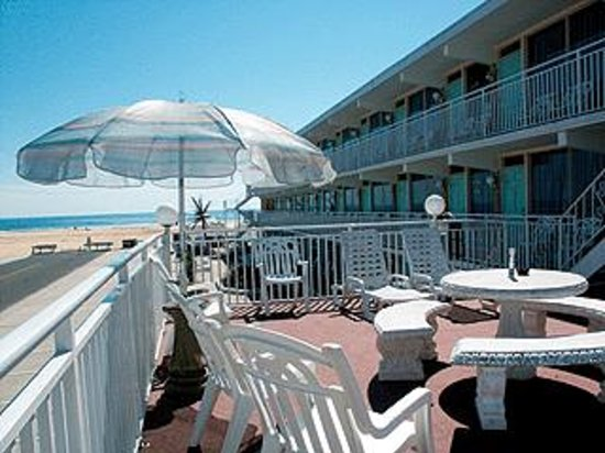 Granada Ocean Resort: Relax on the Sundeck!