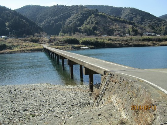 Kochi Prefecture, Japon :                   ほとんど観光客の行かない三里沈下橋。静かでした。