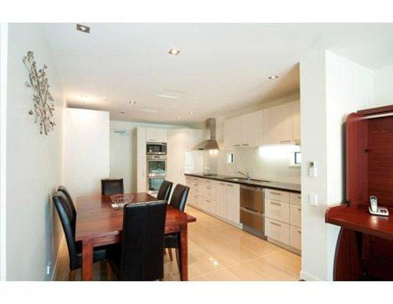 Delorenzos Studio Apartments: One Bedroom Suite