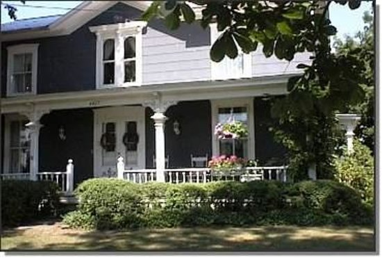 Maplehurst Bed & Breakfast Inn Photo