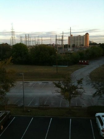 Hampton Inn Closest to Universal Orlando :                   Ugly view from room