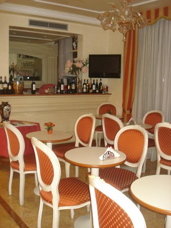 Hotel San Luca:                   Breakfast area