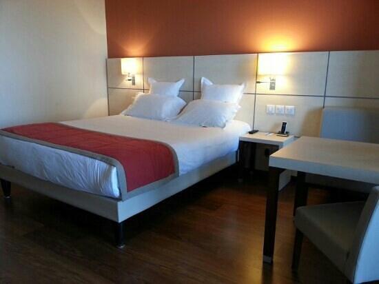 Kyriad Prestige Toulon - L S S M - Centre Port:                                                       Lit très très confortable
